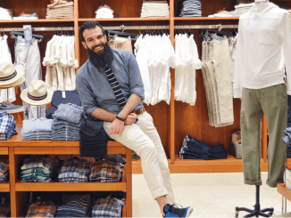 Hanging out at JCrew Burlington for some summer styling! Photo: © TNG
