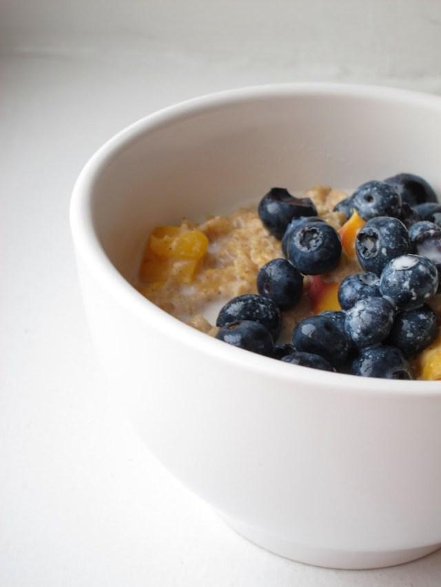 peach-blueberry-oatmeal-25283-2529