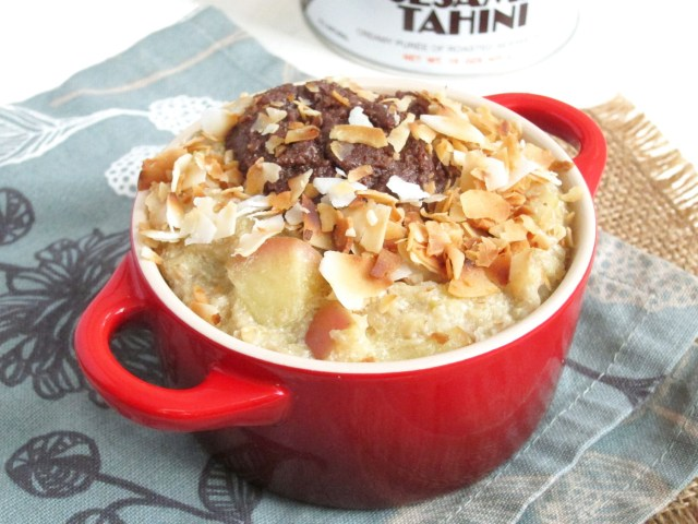 Apple Oatmeal with Chocolate Tahini and Coconut #vegan #oatmealartist