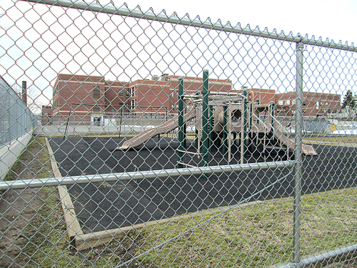 Photos by Ron Leir Tiny Pettigrew Playground sits behind Washington School.