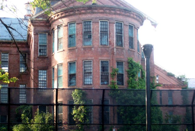 5 Most Haunted Insane Asylums And Hospitals In America
