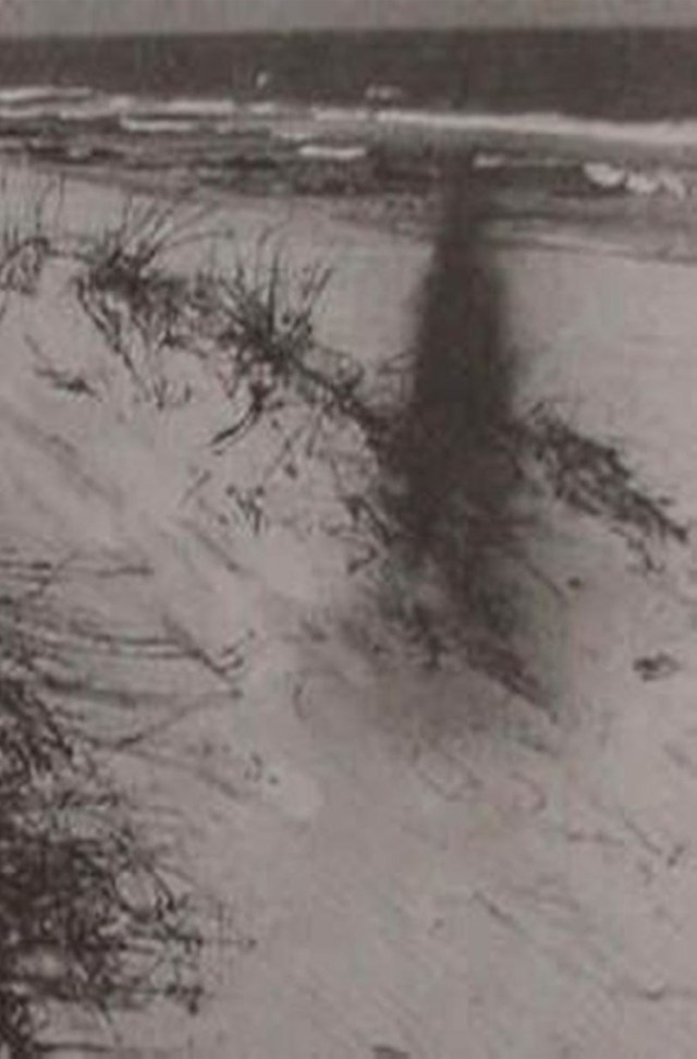 Disturbing Pictures of Shadow People That Will Make Your Skin Crawl
