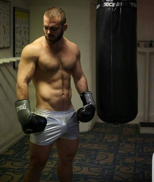 boxer-vpl-semi-nude