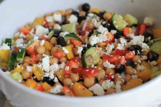 Greek Chickpea Salad – Fast, Easy and Delicious!