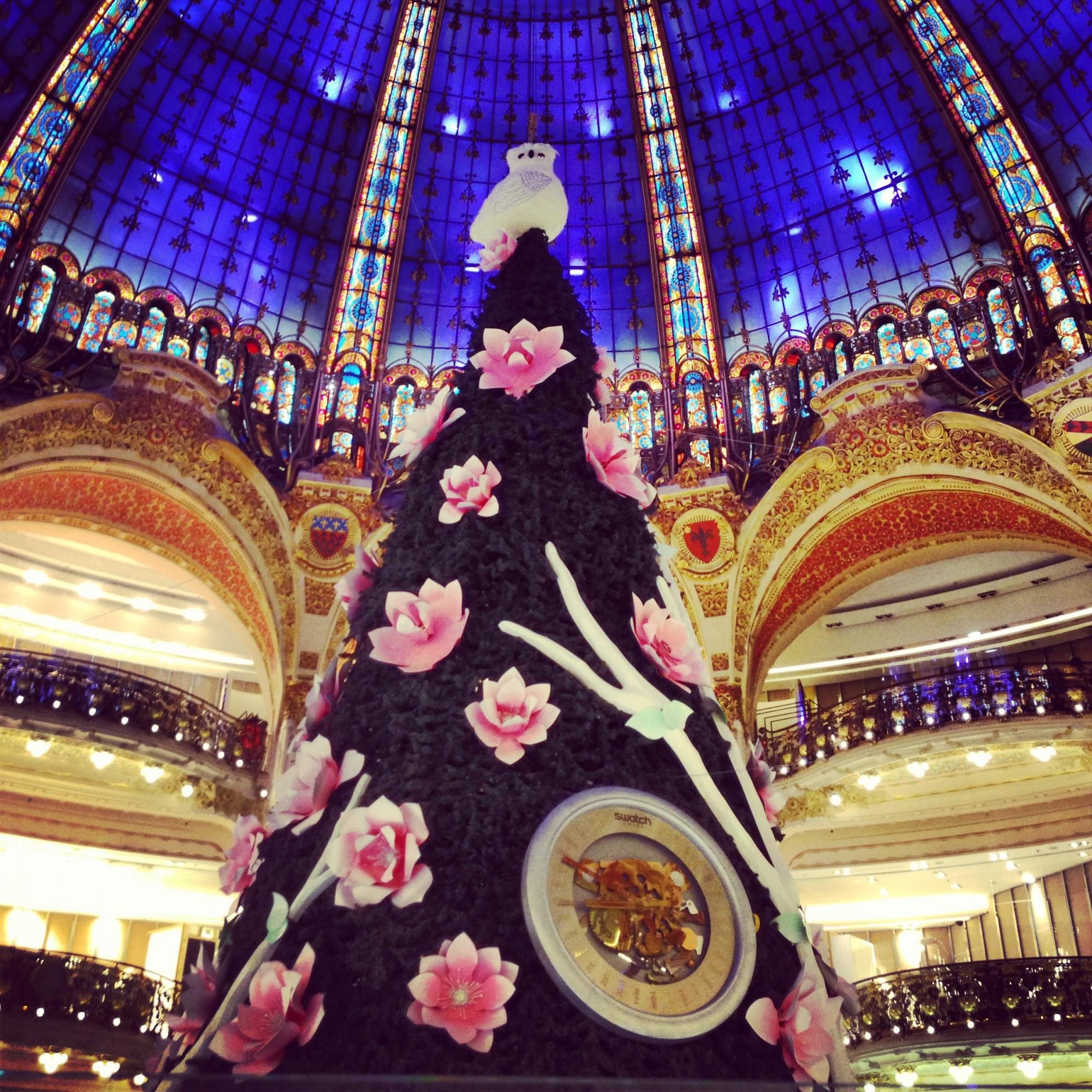 #3117B4 Noël Aux Galeries Lafayette The Parisienne 5431 décorations de noel galeries lafayette 2000x2000 px @ aertt.com