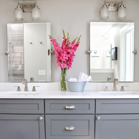 how to decorate a bathroom with flowers