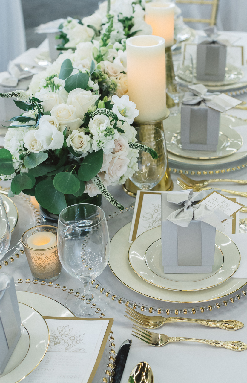 Wedding Table Setting White Floral Trends