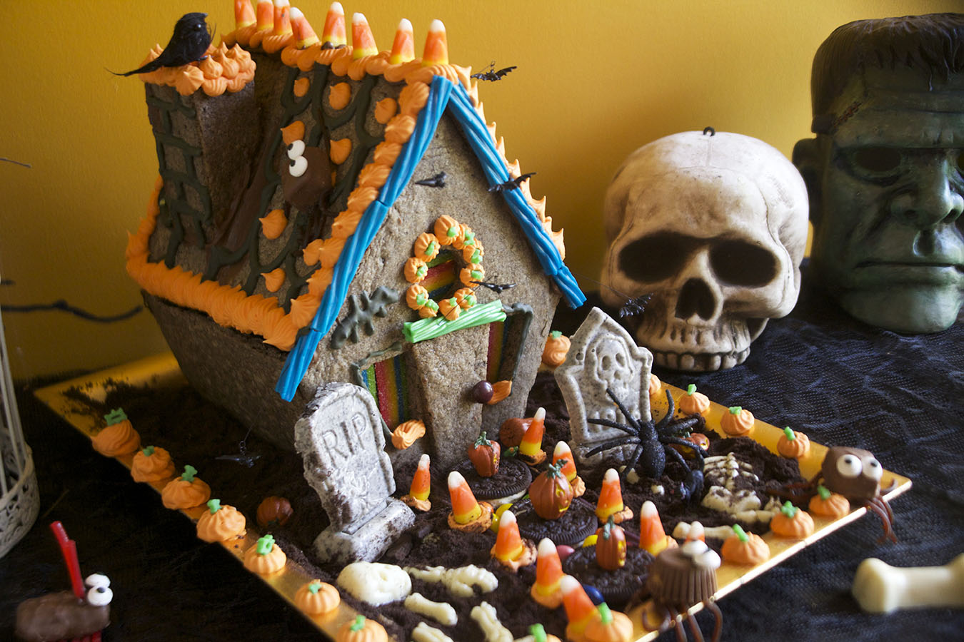 Haunted Halloween Cookie House