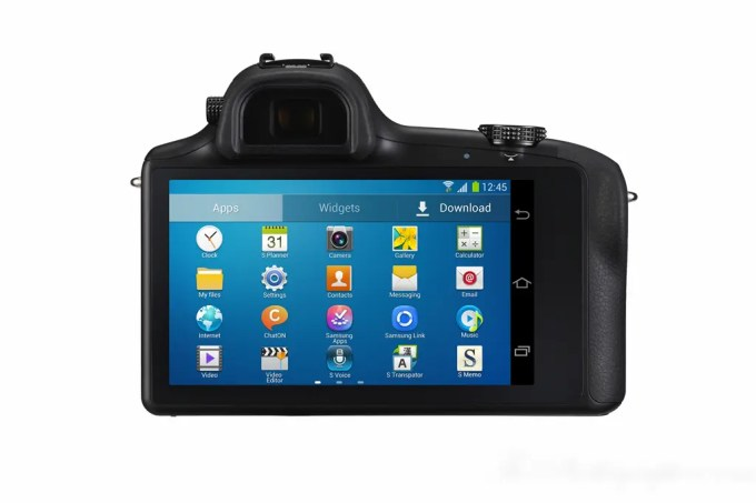 Chris Gampat The Phoblographer Samsung Galaxy NX Camera product photos (2 of 8)