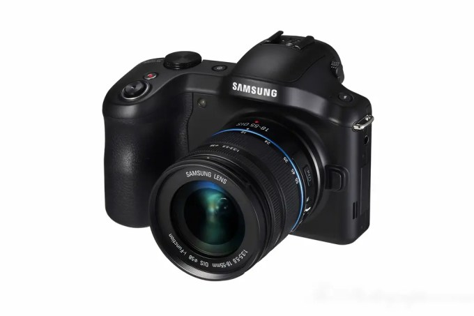 Chris Gampat The Phoblographer Samsung Galaxy NX Camera product photos (3 of 8)