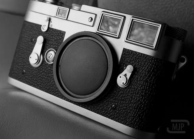 Leica-M3-Viewfinder-Angle