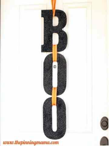 boo Halloween door sign www.thepinningmama.com