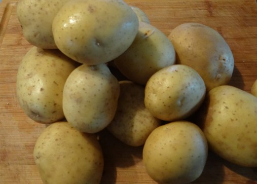These are Yukon Gold potatoes... Any kind of all-purpose white potato will work as well.
