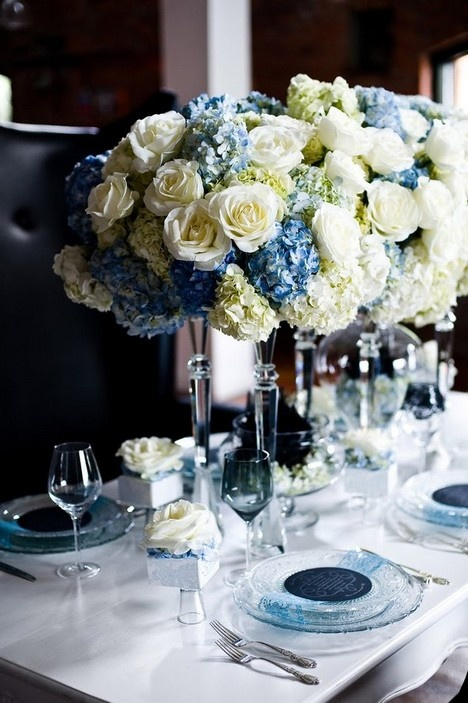 Blue and white flowers via Luxodefesta