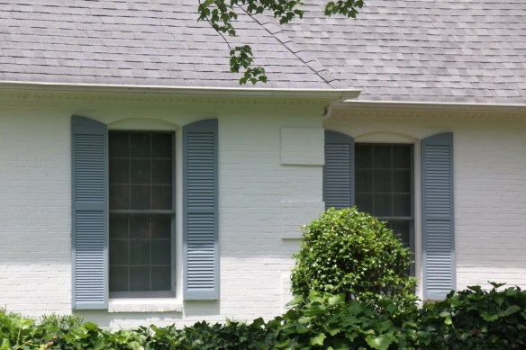 White brick with blue shutters in Pinehurst