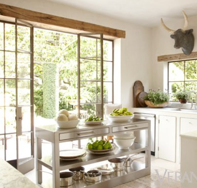The kitchen of Pamela Pierce via Veranda