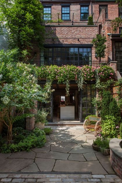Townhouse garden by Susan Wisniewski via Archinect