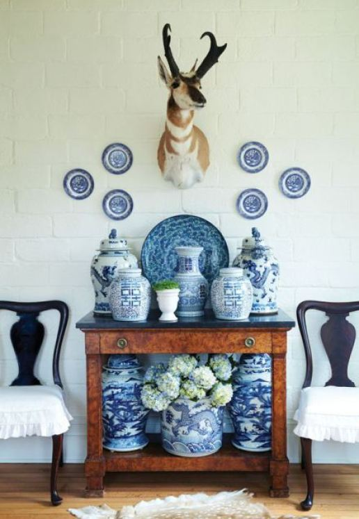 Blue-and-White-and-a-pop-of-an-animal-via-The-Enchanted-Home