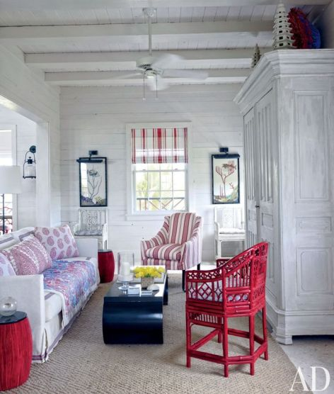 Blue white and red sitting room by Alessandra Branca via AD