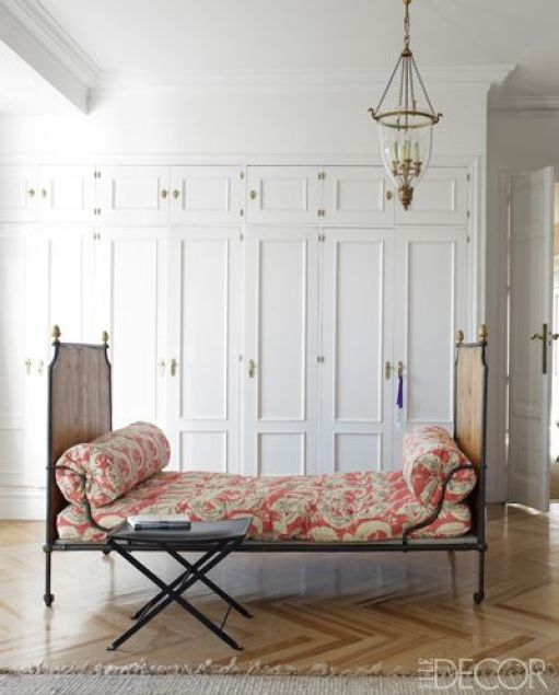 Daybed in Carolina Herrera Baezs Family Room via Elle Decor