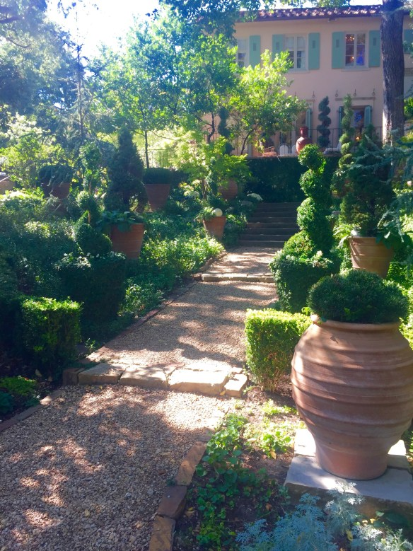 Garden by Robert Bellamy via The Potted Boxwood