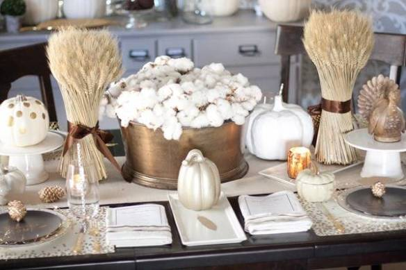 white-and-gold-pumkin-tablescape-via-elle-decor