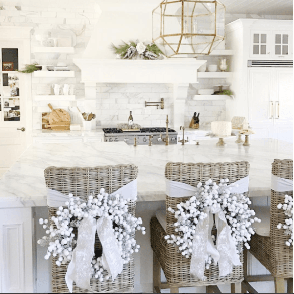 beautiful-christmas-kitchen-decor-from-rach-parcell