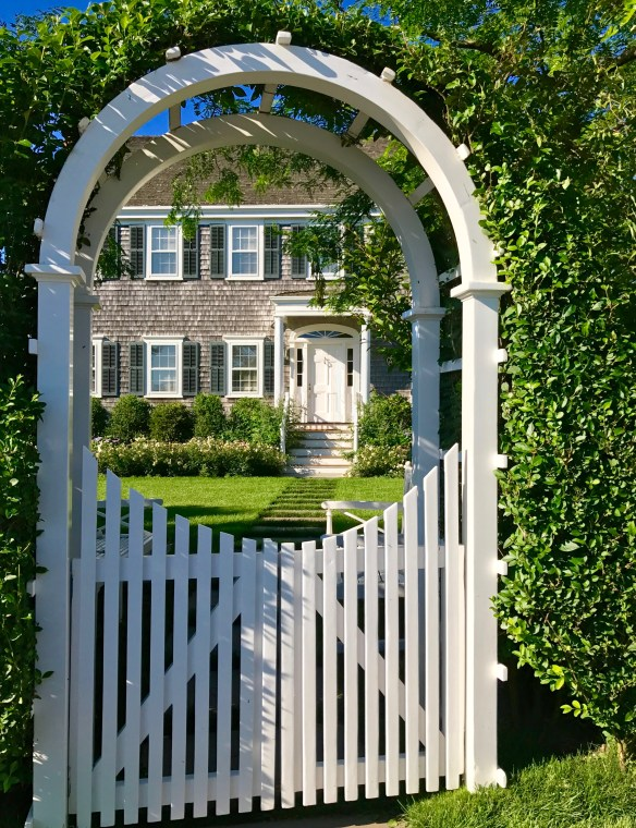 Nantucket home photo by christina dandar for The Potted Boxwood 11