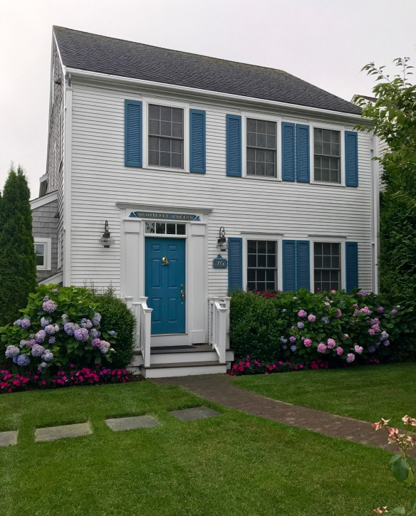 Nantucket home photo by christina dandar for The Potted Boxwood 15