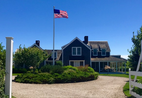 Nantucket home photo by christina dandar for The Potted Boxwood 29