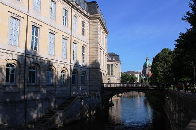 Leine Palace and bridge Hanover - photo zoedawes