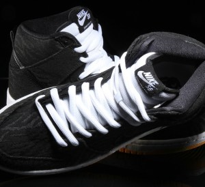 nike-sb-dunk-high-black-yellow-zebra-3