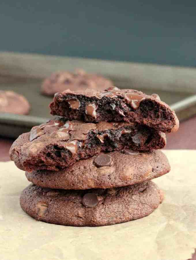 Heartbreak Chocolate Truffle Cookies: because chocolate heals everything! www.thereciperebel.com
