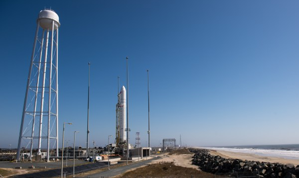 antares-rocket-beach-nasa-wallops