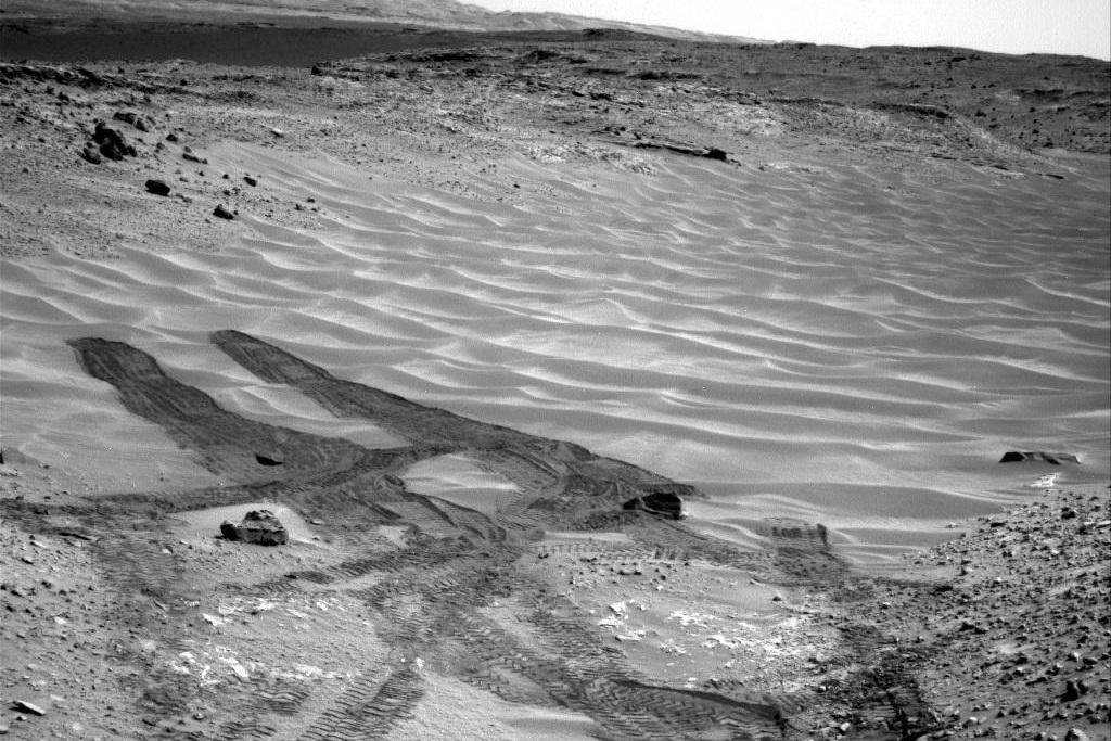curiosity-rover-mars-sand-dunes