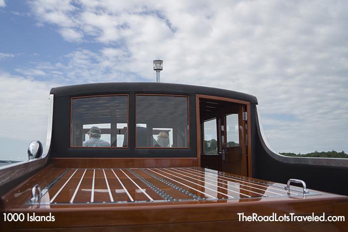 Boat ride on wooden boat Gadfly, 1000 Islands