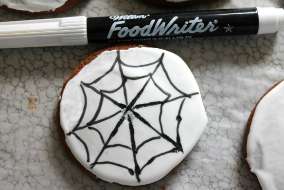 draw-web-on-white-icing-with-food-color-pen