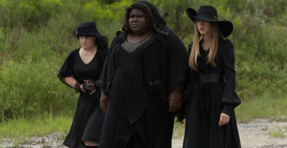 Jamie-Brewer-6-Gabourey-Sidibe-1-Queenie-Taissa-Farmiga-2