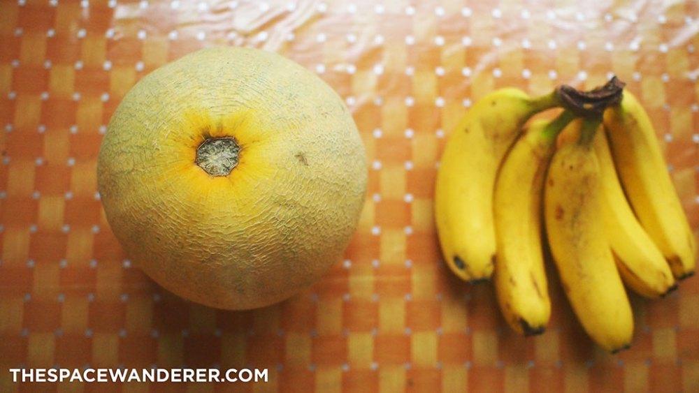 Pilih melon dan pisang yang sudah matang. Supaya manis tanpa menambah gula.