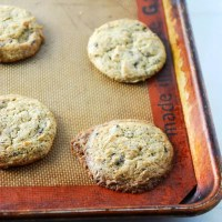 Vegan Peanut Butter Dark Chocolate Chunk Cookies {Guest Post from The Frosted Vegan}