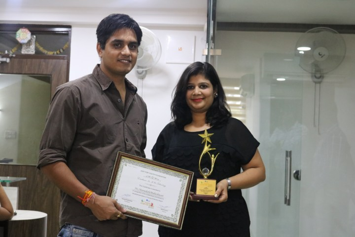 Meenakshi Maheshwari Receiving Excellency Award in IT, by Youth Foundation on 29th May 2016