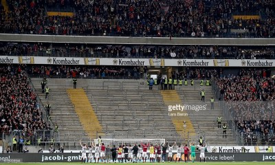 FRANKFURT AM MAIN, GERMANY - OCTOBER 15: Players of Frnkfurt celebrate with their fans after the Bundesliga match between Eintracht Frankfurt and Bayern Muenchen at Commerzbank-Arena on October 15, 2016 in Frankfurt am Main, Germany. (Photo by Lars Baron/Bongarts/Getty Images)