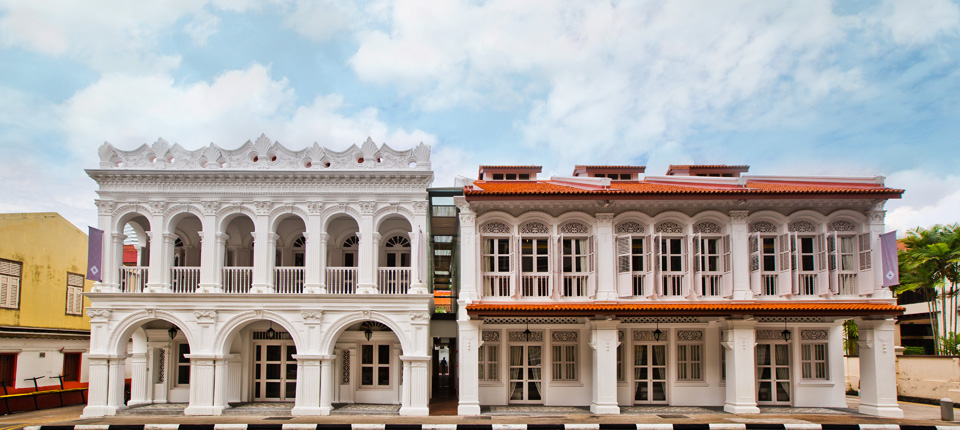 Housed in a famed former printing press, discover an oasis of modern luxury paying tribute to the splendour of old Singapore.