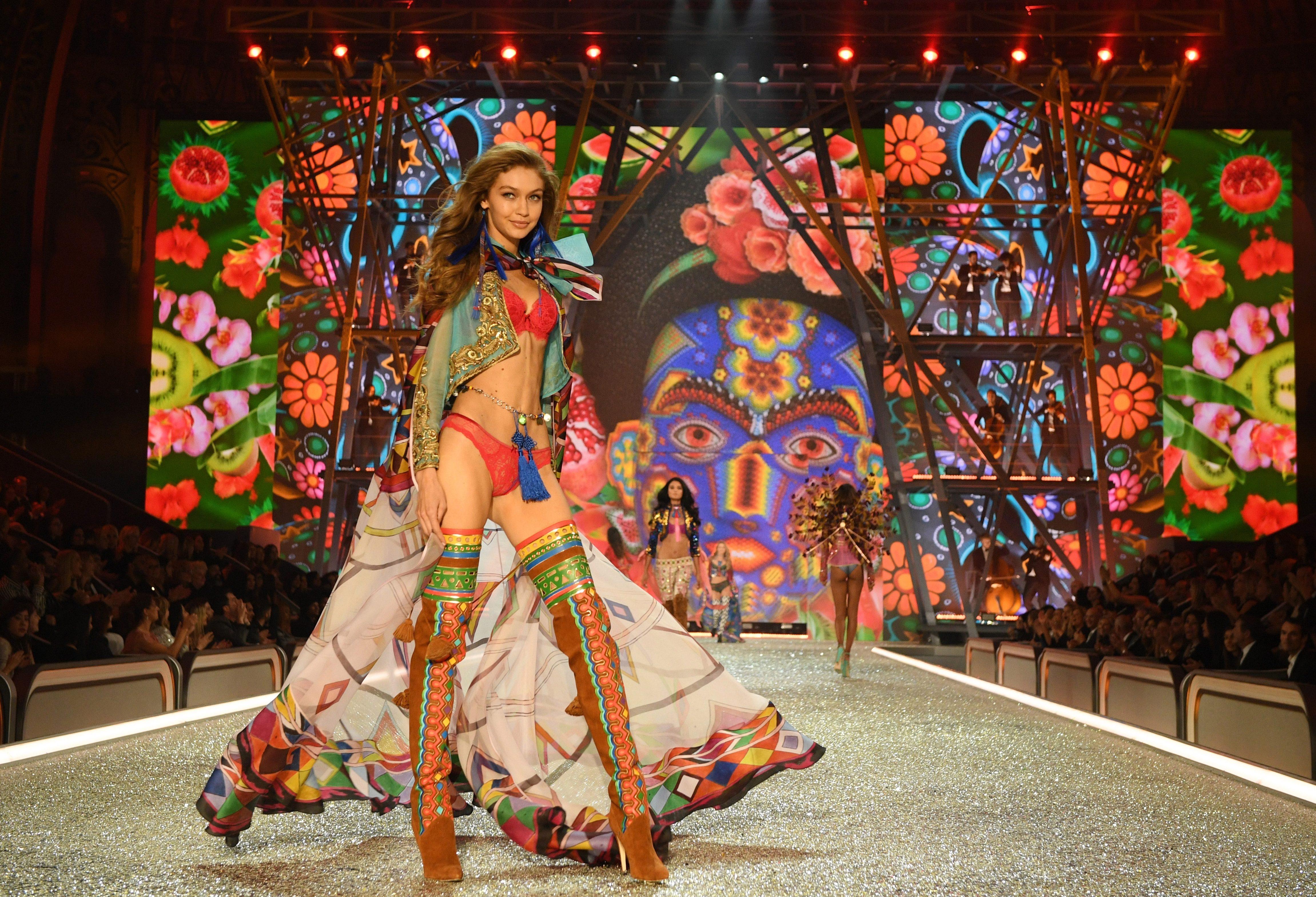 Victoria39s Secret Stars Suffer Wardrobe Malfunctions As