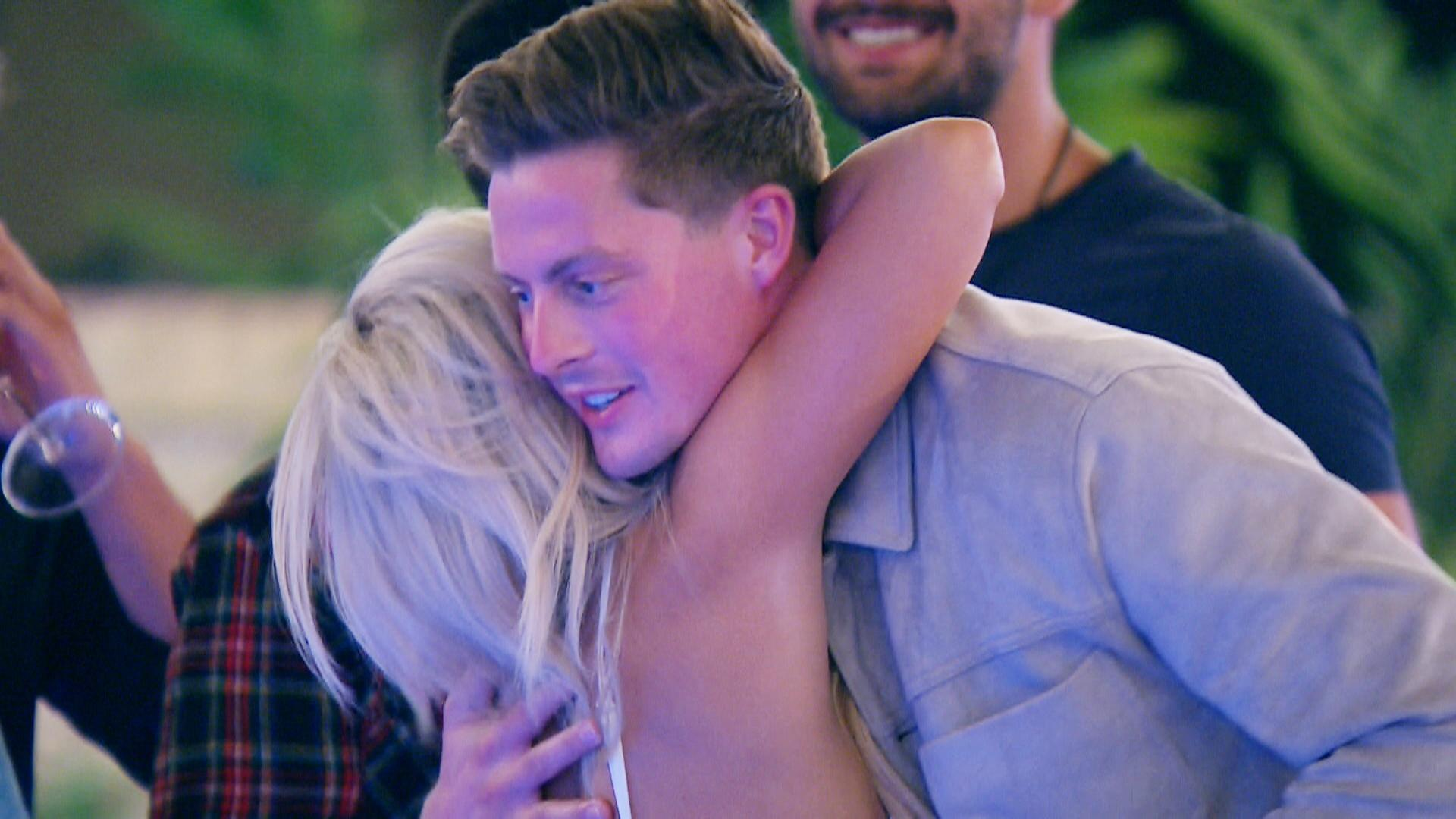 Love Island Fans Share Hilarious Memes To Mock Alex George