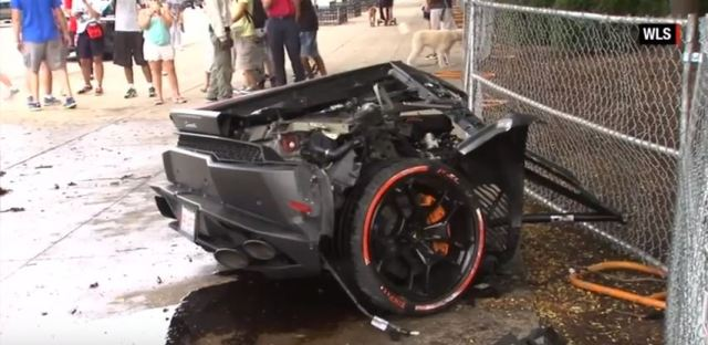video lamborghini huracan crashes in chicago. Black Bedroom Furniture Sets. Home Design Ideas