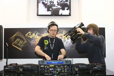DVJ Dan Tait at the BPM DJ show reviewed by MC Rebbe The Rapping Rabbi in The Technofile
