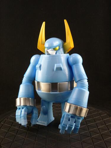 knuckle-bear-retro-robot-by-touma-sofubi-2