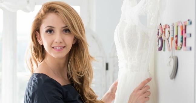 De la actorie la antreprenoriat. Cum a făcut Andreea Apetre saltul la bridal fashion? – GALERIE FOTO