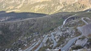 Windy road to Vashisht.